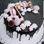 Fényes Cukrászda által készített csokis, macaron torta.