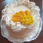 Fényes Cukrászda által készített barackos torta.