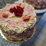 Fényes Cukrászda által készített habos torta.