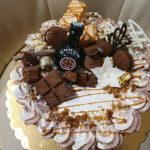 Fényes Cukrászda által készített kekszes, csokis torta.