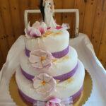 Fényes Cukrászda által készített emeletes, esküvői torta.