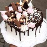 Fényes Cukrászda által készített csoki darabos torta.